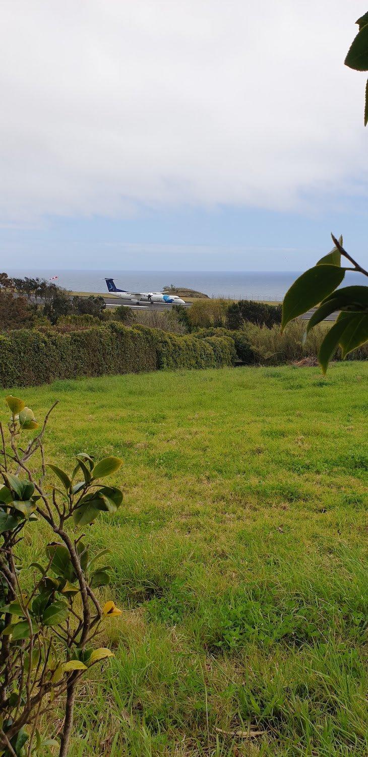 Daqui vê-se a pista do aeroporto - Quinta das Buganvílias - Faial - Açores © Viaje Comigo