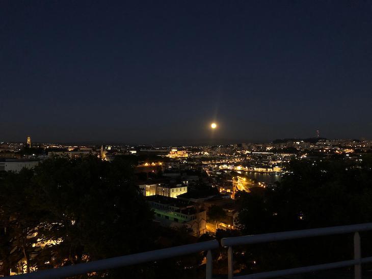 Noite de lua cheia, vista do Palácio de Cristal - Porto © Viaje Comigo