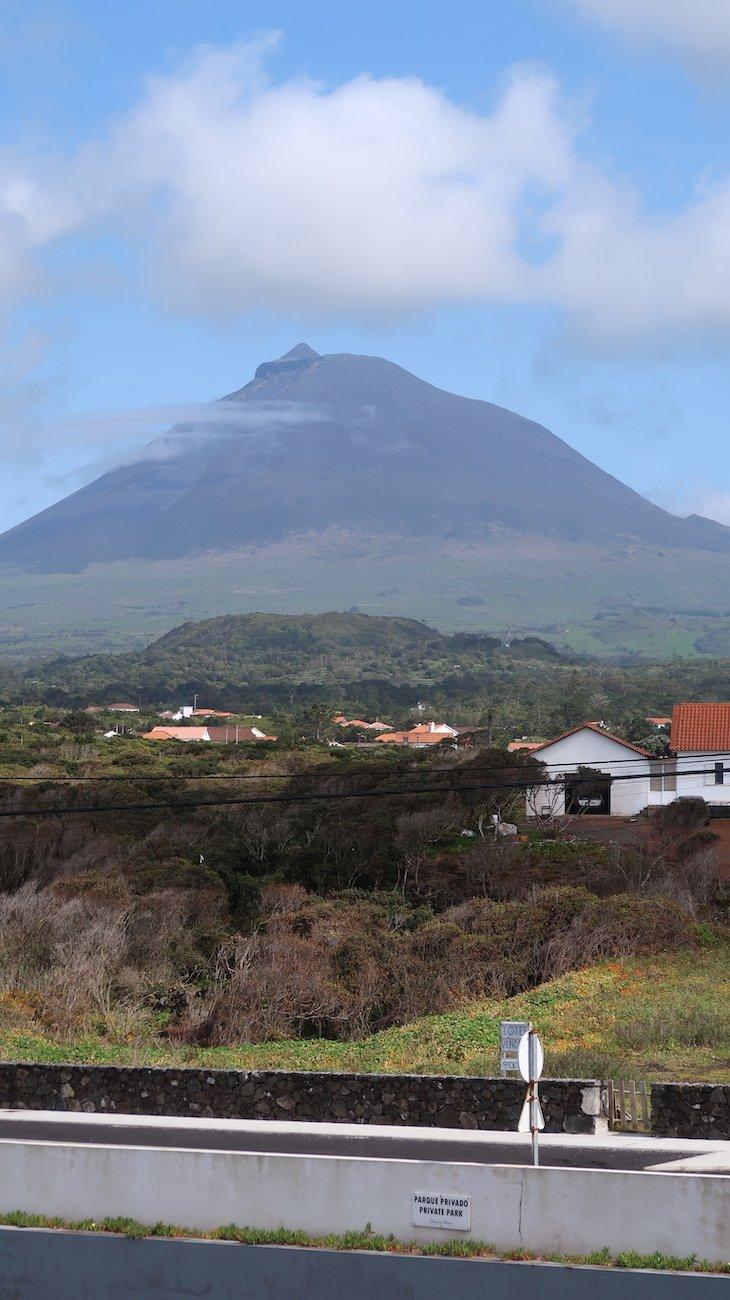 Vista para a montanha: Apartamentos Baía da Barca - Pico - Açores © Viaje Comigo