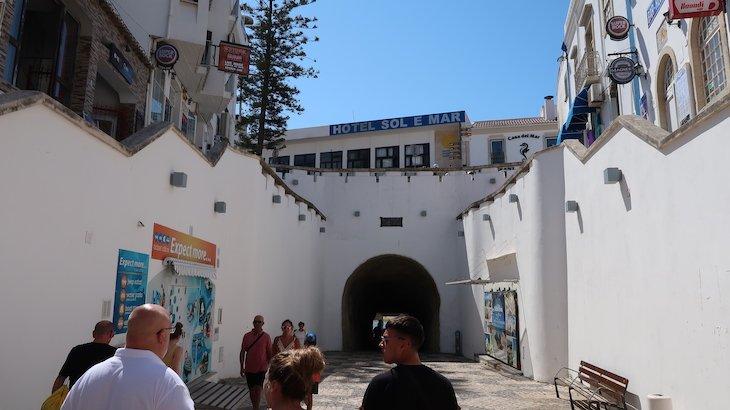 Túnel para a praia - Albufeira - Algarve © Viaje Comigo