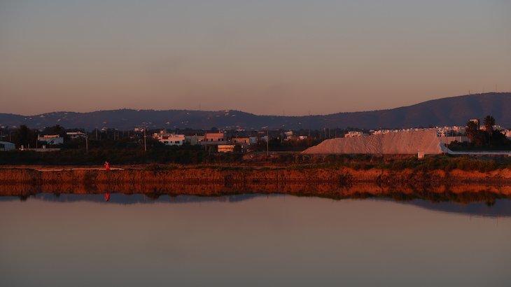 Pôr-do-sol nas salinas e Ria Formosa - Olhão - Algarve © Viaje Comigo