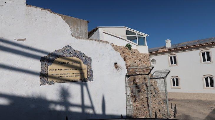 Porta do Norte, Castelo de Albufeira - Algarve - Portugal © Viaje Comigo