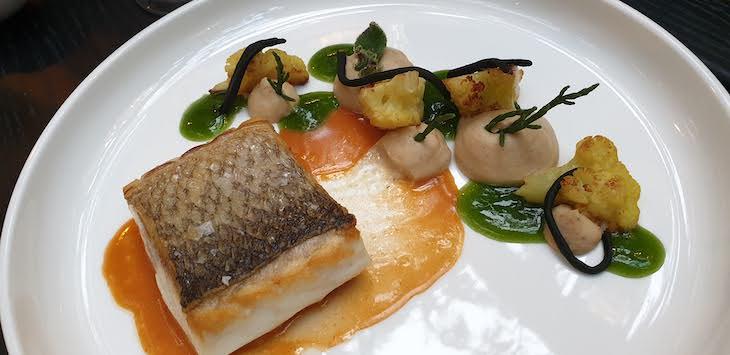 Prato de peixe: robalo, Restaurante Blind - Torel Palace Porto © Viaje Comigo