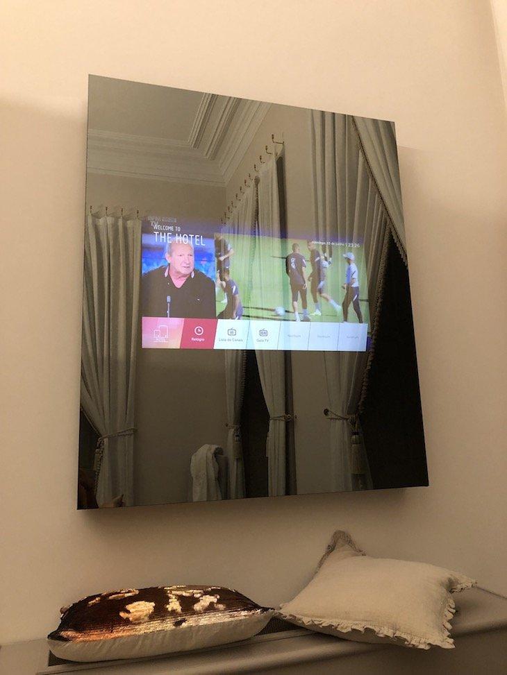 Televisão no Quarto Antero de Quental, Torel Palace Porto - Porto - Portugal © Viaje Comigo