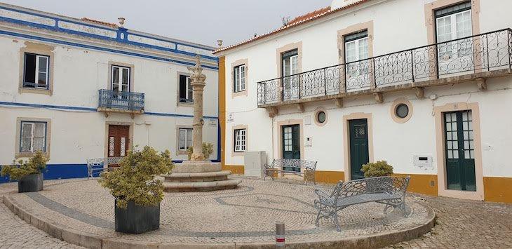 Pelourinho da Ericeira - Portugal © Viaje Comigo