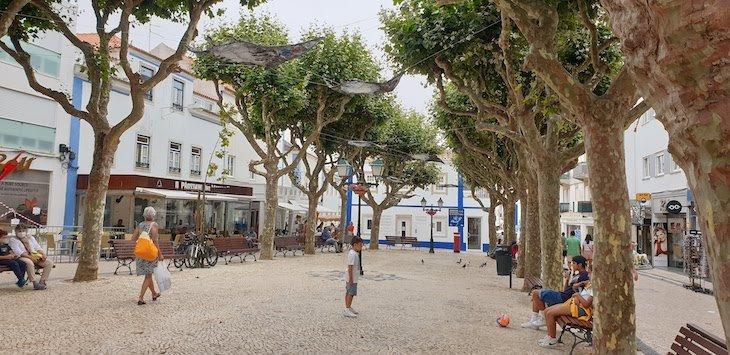 Praça da República - Jogo da Bola Ericeira - Portugal © Viaje Comigo