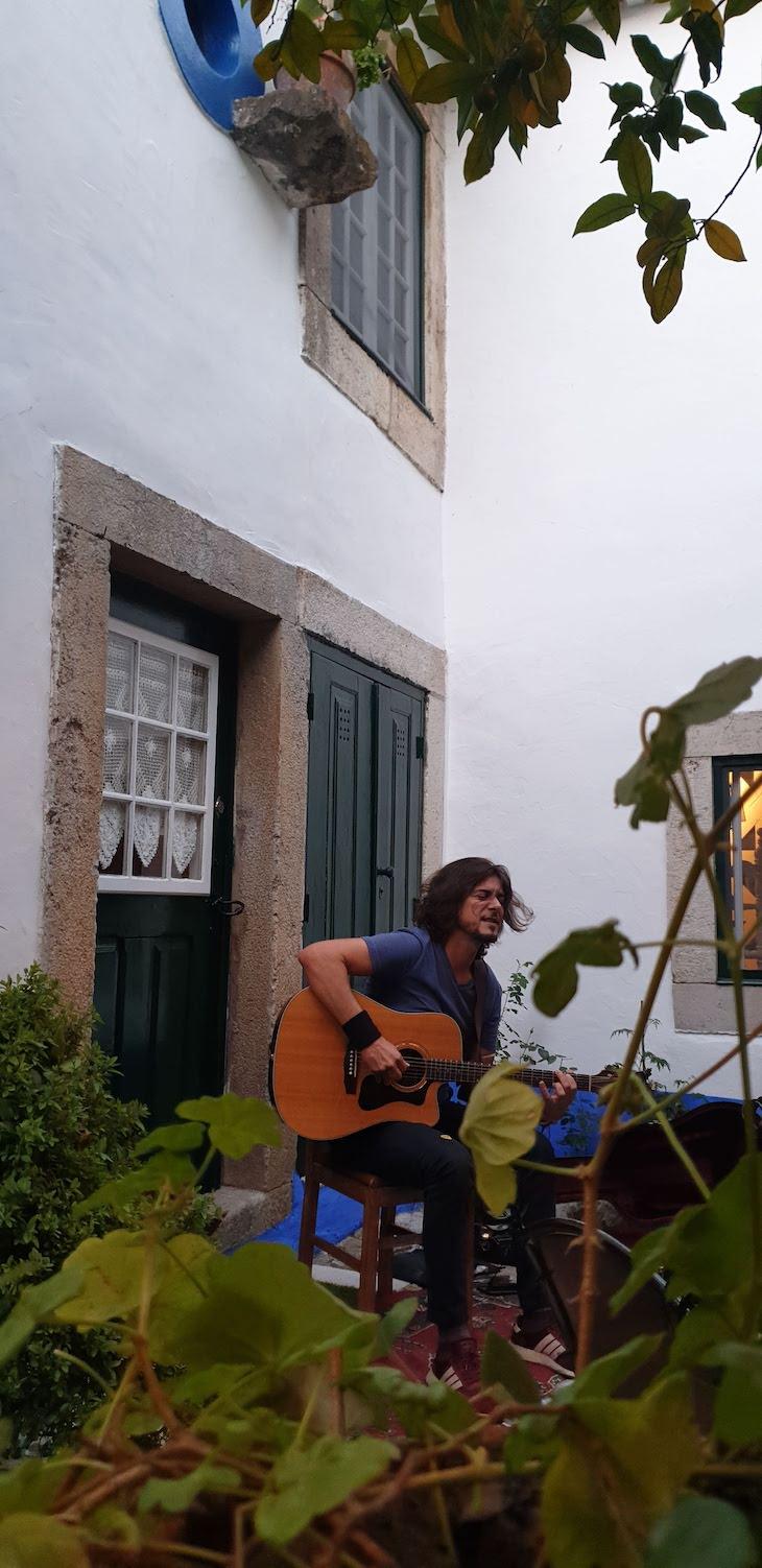 Música ao vivo no Restaurante Pretencioso - Óbidos - Portugal © Viaje Comigo